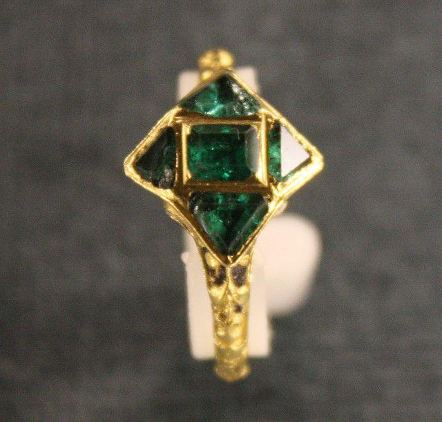 Antique Emerald & Gold Ring - Ashmolean Museum