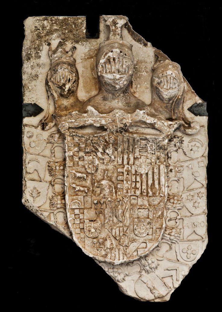 """ESCUDO DE ARMAS  DEL XI MARQUÉS DE LOS VÉLEZ En 1795 se construyó la llamada gran posada del Marqués o del Duque, junto a la Puerta de la Concepción de Vélez Rubio, un edificio espacioso y capaz para la época, levantado, como rezaba la inscripción en su portada, """"A EXPENSAS DEL EXCMO SR DN JOSE ALBAREZ DE TOLEDO DUQUE D ALBA Y D MEDINASIDONIA MAQ  XI  D VILLAFRANCA Y  D LOS VELEZ PARA ALIVIO DE LOS CAMINANTES AÑO D MDCCLXXXV""""."""