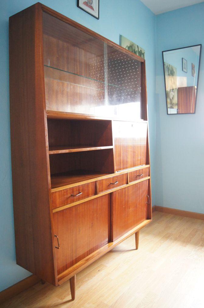 http://condecorate.com/2013/04/30/libreria-vintage-de-los-anos-60-formas-trapezoidales/