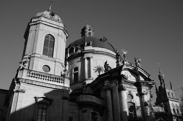 Dominican Cathedral in Lviv II / Домініканський Собор у Львові II  Muzeina Str., Lviv, Ukraine, October 2014 Sony NEX-5N, Minolta AF 24-105mm F3.5-4.5 D