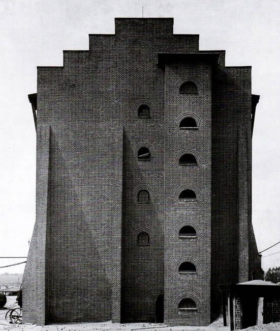 Hans Poelzig: °1911–1912: Fabrikanlage für die Chemische Fabrik / Moritz Milch & Co. in Luban (poln. Luboń) bei Posen.