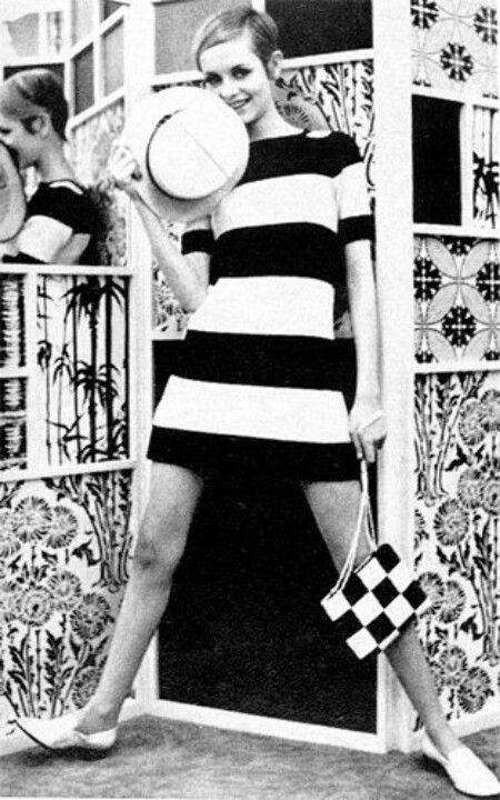 Twiggy the 60's black and white fashion photography accessories