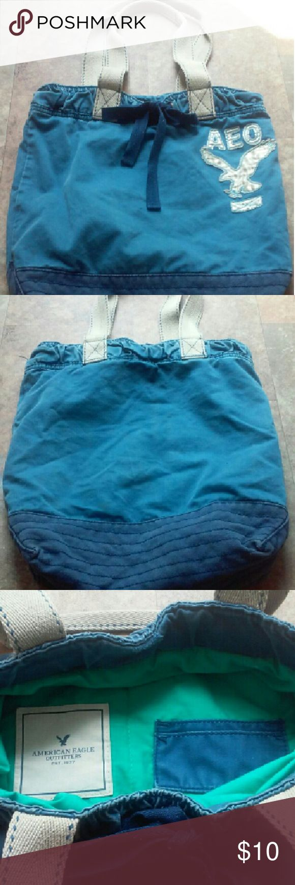American Eagle Outfitters Tote Bag Used tote bag, good condition, smoke free, colors as shown! American Eagle Outfitters Bags Shoulder Bags