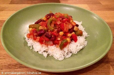 Recept: Vegetarisk chiligryta med kidneybönor