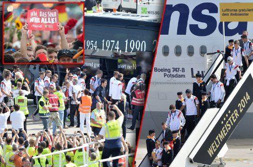 Die Weltmeister sind gelandet und auf dem Weg in die Innenstadt. Die Bilder vom Empfang in Berlin. Foto: dpa