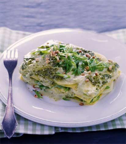 La rassegna delle lasagne vegetariane continua, e questa volta si consiglia come primo piatto le lasagne al pesto, con patate, fagiolini e stracchino.