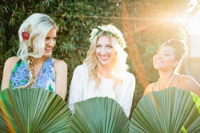 Een zomers Hawaii thema voor je bachelorette party! #bruiloft #trouwen #bruidsmeisjes #vrijgezellenfeest #thema #idee #inspiratie #vriendinnen Lees ook: Met deze 4 type vriendinnen op je vrijgezellenfeest komt 't goed! | ThePerfectWedding.nl | Fotocredit: Megan Welker