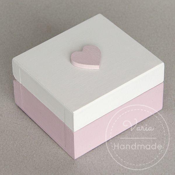 pudełko na obrączki z różowym serduszkiem