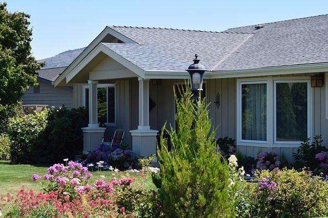 Sieťky proti komárom netreba podceňovať. Vďaka nim sa vyspíte aj v lete pri otvorenom okne. :) http://www.incon.sk/blog/3605-sietky-proti-komarom-teraz-bez-zbytocnych-starosti