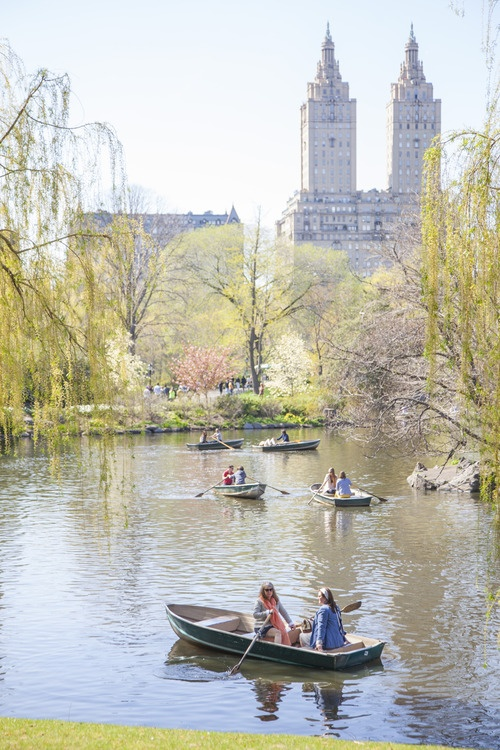 8 Lessons Learned from Our Mothers – Jane Lilly Warren and her mom rent a row boat in Central Park