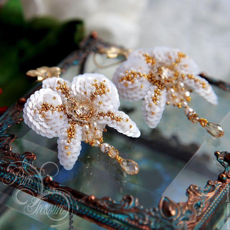 Купить Серьги Endless Blooming, золотые звезды - белый, золотой цвет, орхидея, фаленопсис