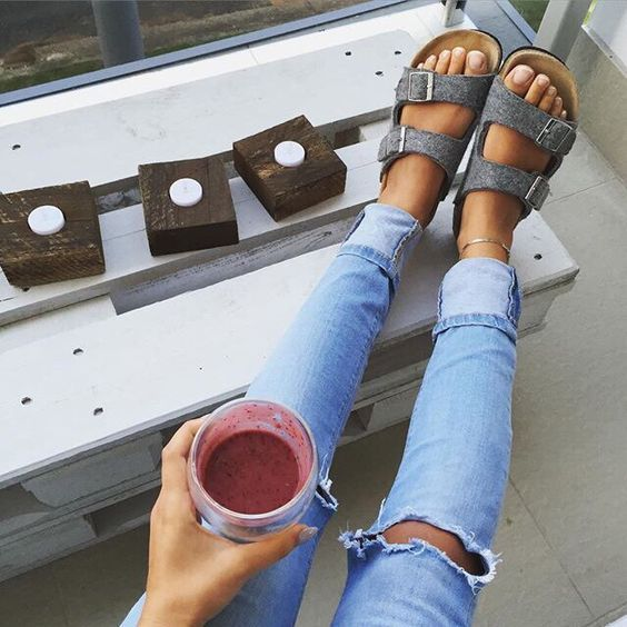 Birkenstock sandals are perfect for pregnancy! Comfort and style for your swollen feet.