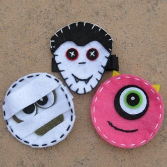 easy felt monsters - Bing Images  Fill with candy for school class.