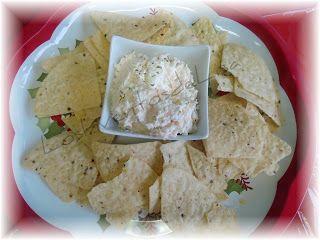 Dip de pollo (1 pechuga cocida) con 8 oz de queso crema y 3 cucharadas de mayonesa para acompañar con galletas, chips o tostadas