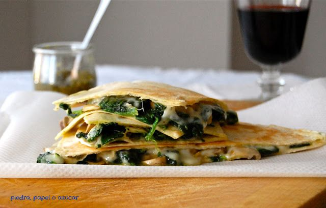 Quesadillas con espinacas, champiñón y queso provolone
