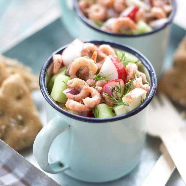 Krabbensalat mit Radieschen, Apfelstückchen, Gurke und Dill - perfekt fürs Picknick.