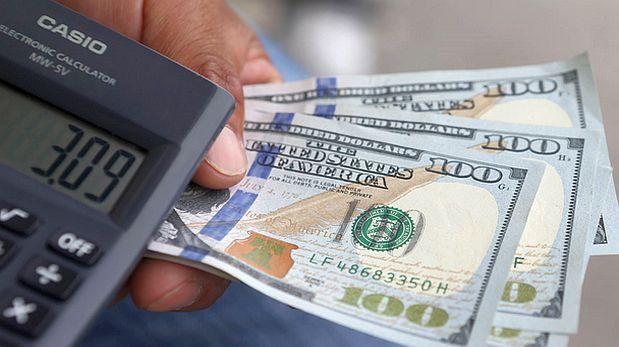Reuters.-El tipo de cambio subió a un maximo de casi 10 años en medio de una mayor demanda de dolares de inversores extranjeros que esperan una alza de la tasa clave estadounidense la proxima semana. Ahora está a S/. 3.38.  Diciembre 11, 2015