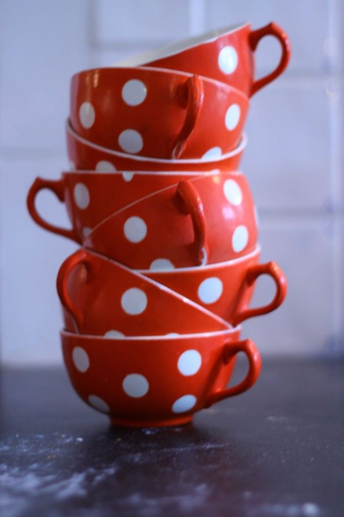 .: Memorial Cups, Teas Cups, Red And White Polka Dots, Dots Things, Red Kitchens, Red Balloon, Polkadot Ohmi, Kitchens Theme, Teas Coffeepot