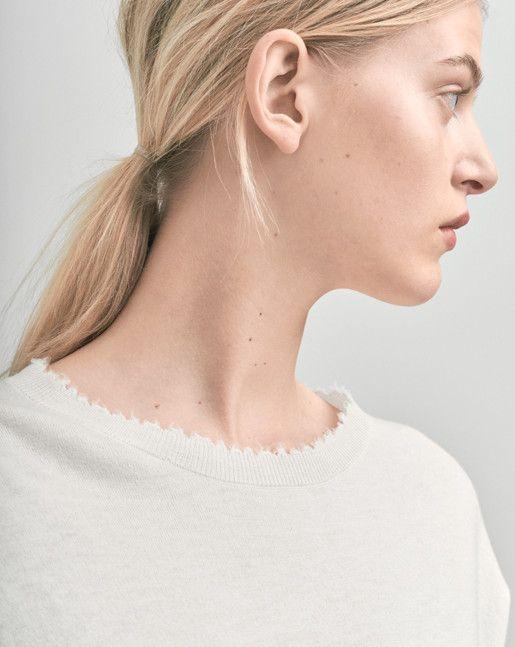 Frayed R-Neck Top White - Knitwear - Shop Woman - Filippa K
