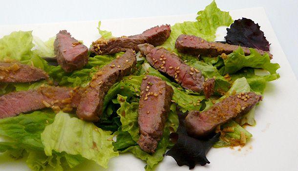 Cette recette de salade de boeuf au sésame est d'inspiration asiatique. Elle est…