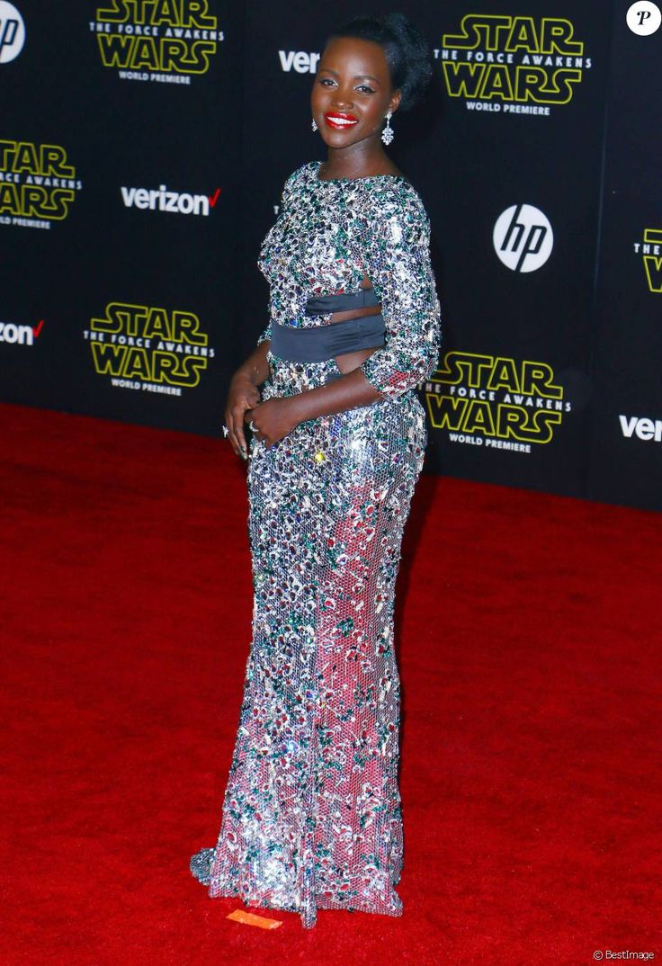 Lupita Nyong'o - Avant-première du film Star Wars : Le Réveil de la force à Hollywood au Chinese Theater (Los Angeles), le 14 décembre 2015
