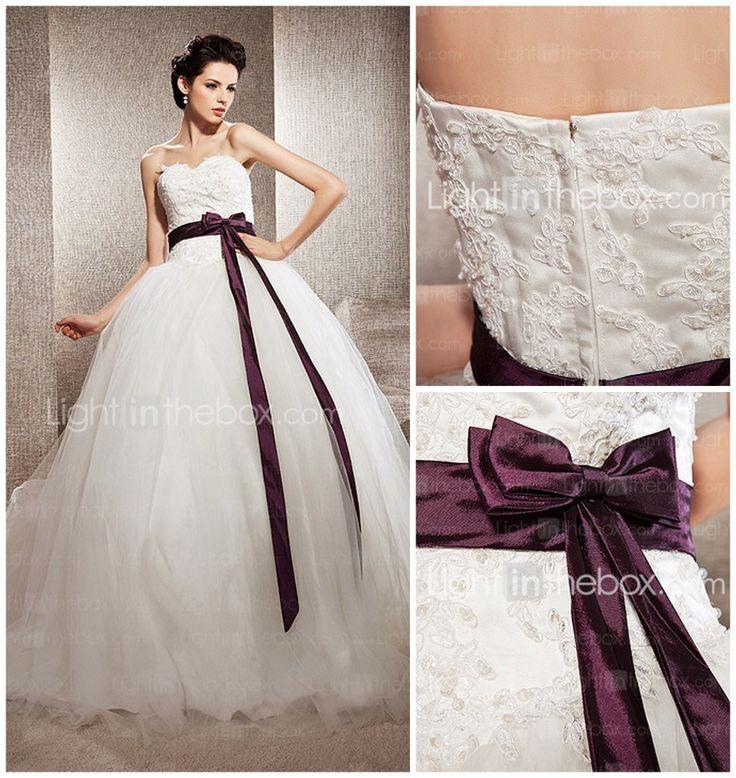 Tule trouwjurk | Magical moments | 10 goedkope trouwjurken voor een herfstbruiloft | http://www.magicalmoments.nl