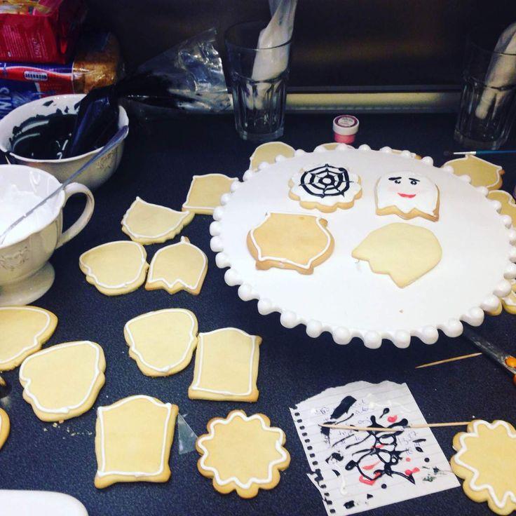 A tökéletes keksz készítése nem nagy titok, viszont elég nehéz elkészíteni. Vagy vastag, égett, nyers, kemény, ízetlen egyszerűen félresikeredett lesz valamiért. Az idő természetesen nekünk dolgozi…