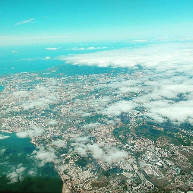 Sobre Cascais rumo à Madeira #flytap #lisboa #cascais