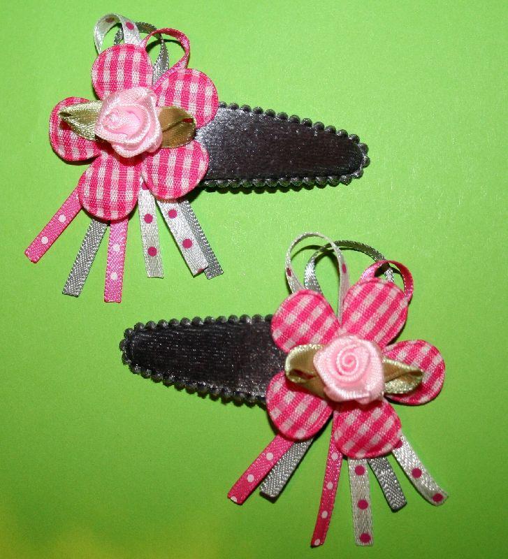 Fluweel grijs met roze geruite bloem en roosje