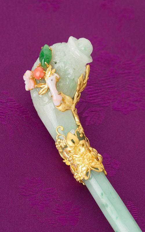 Jade hair pin, contemporary. Naschenka boutique - Korea.