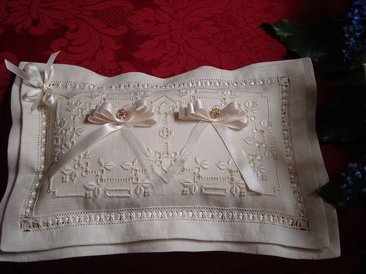 http://dolciericami.blogspot.it/2011/11/il-cuscino-portafedi.html
