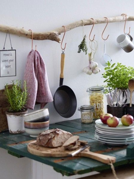 DIY idea: Build kitchen shelf from driftwood