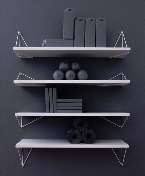 Pythagoras er et genialt konsollsystem fra svenske Maze. Passer perfekt i stue, soverom og kjøkken. Match hyllene med de triange
