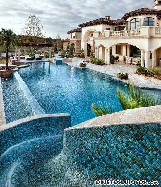 Casa con piscina y toboganes casas so adas pinterest for Toboganes de piscina