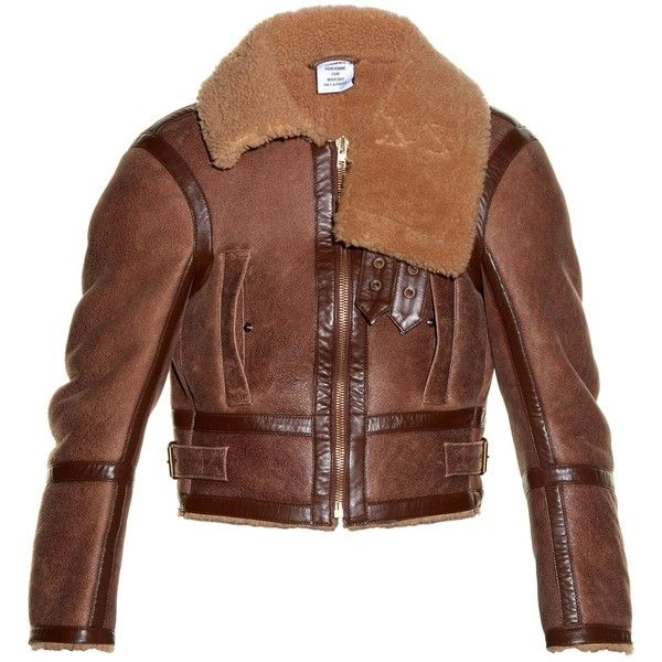 Vetements Shrunken-fit shearling aviator jacket (6,830 CAD) ❤ liked on Polyvore featuring men's fashion, men's clothing, men's outerwear, men's jackets, light tan, mens shearling jacket, mens tan leather jacket and mens short jacket