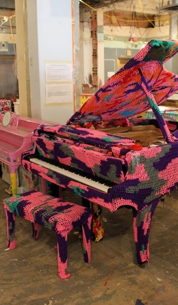 ♫♪♬ piano ! piano ! ♫♪♬Grand Pianos, Crochet Covers, Covers Grand, Baby Grand Piano, Bombs Baby, Crochet Art, Yarns Bombs, Piano Players, Piano Crochet