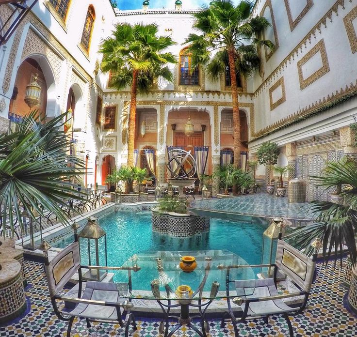 #hotel #Fes #fez #morocco #maroc #moroccan #architecture #beautiful #moroccanthings #trip #holidays #travel #travelling #instatravel #instamorocco #GoPro #goprohero4 #goprooftheday #goprouniverse #goprophotography #palmtrees by mariaclobato