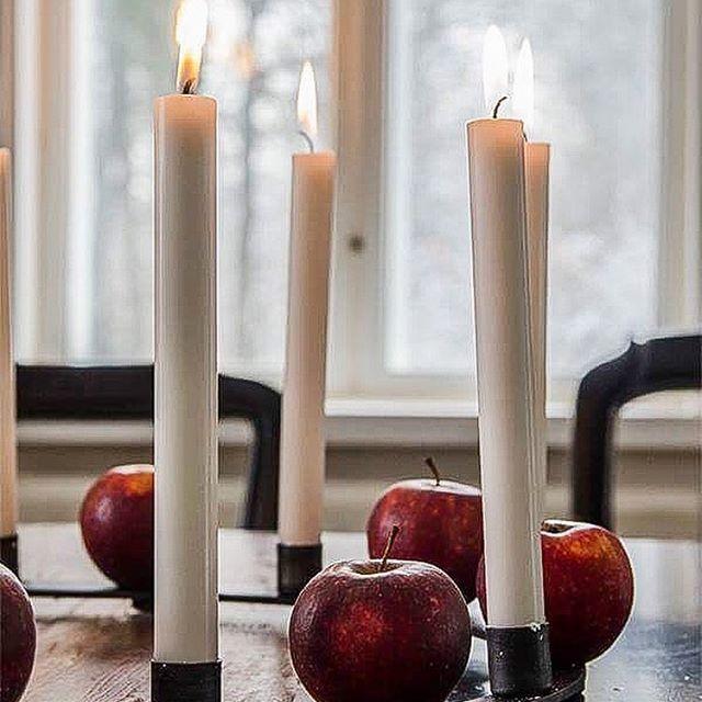 Ni har väl inte missat att man har chans att vinna denna fantastiskt fina ljusstake. Ni hittar tävlingsinlägget längre bak i mitt flöde. #jul #christmas #christmastime #christmasdecor #christmasdecorations #christmasday #christmasdinner #christmaseve #christmastime #julstämning #julkänsla #advent #julmys #styling  #stearinljus  #christmasdecorations  #adventstid #julpynt  #julehygge #juleferie #juleaften #livingroom #stylist #pålandet #lantligt #julmiddag #tablesetting #stylist #influencer…
