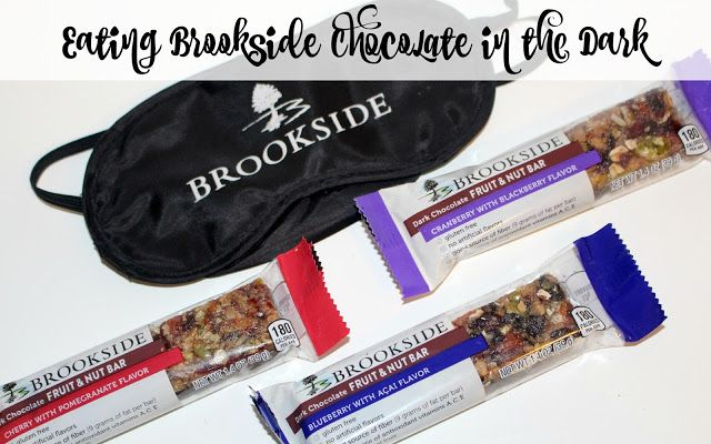 Eating Brookside Chocolate in the Dark ~ A Fruit & Nut Bars Tasting Experience! #ad #Boston