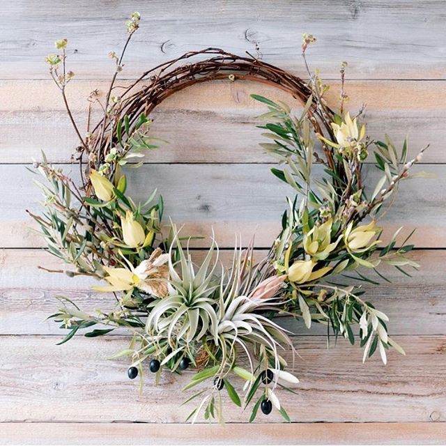 Thanks you all so much for your feedback on our Easter wreaths! They are now live on our website for delivery anywhere in the US next week! The price is $85 (+shipping) and, due to how labor-intensive they are to make, quantities are extremely limited - so it's not a fake marketing ploy when I say hurry and get your orders in please! #fgflove #americangrown #easter