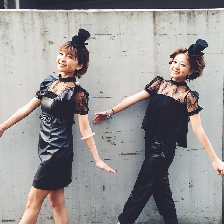 #misachia #AAA #宇野実彩子 #伊藤千晃 #BFF #おそろい #双子 #twins #みさちあ #singer #jpop #japanese #black #hat #lace #doll #人形 #双子ポーズ #walk #twins
