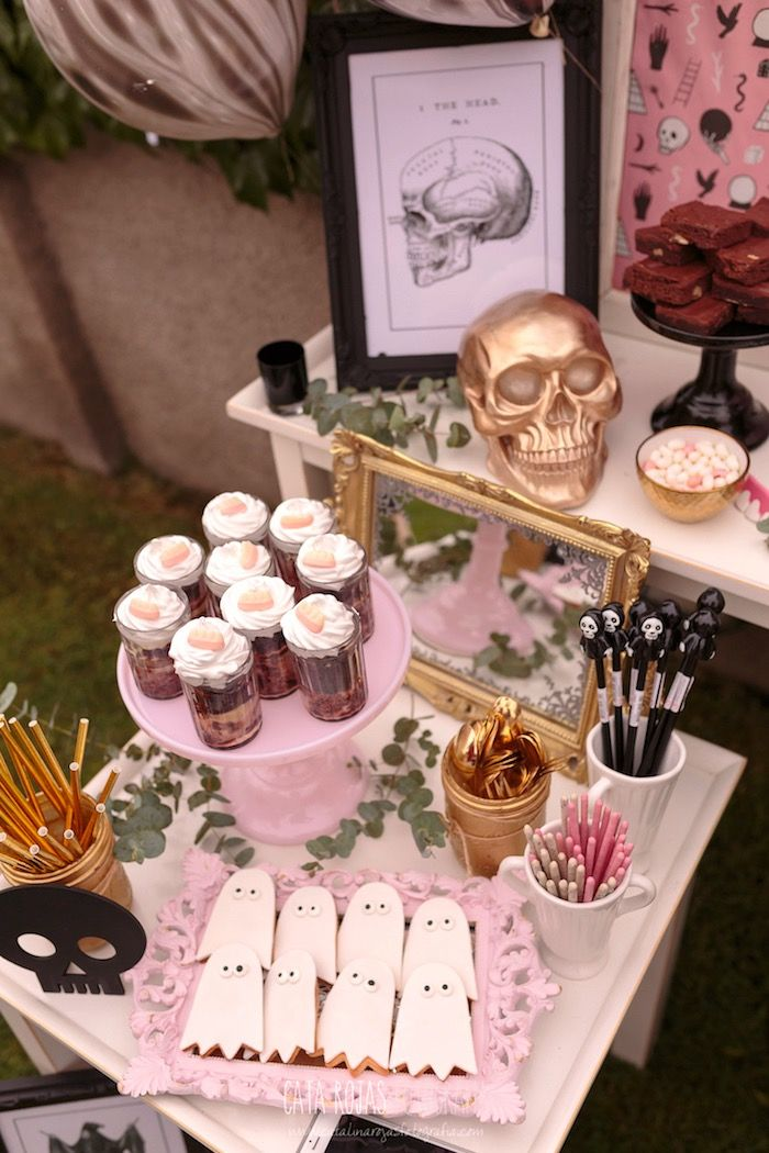 party table from a trick or treat in halloween party on karas party ideas karaspartyideas pink halloweenhalloween treatshalloween decorationshappy