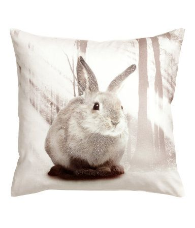Cushion cover in cotton twill with a printed design. Concealed zip. Size 16 x 16 in.