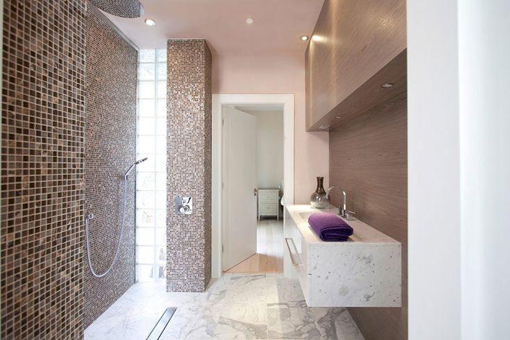 Oltre 25 fantastiche idee su bagno con mosaico su - Incollare piastrelle su piastrelle bagno ...