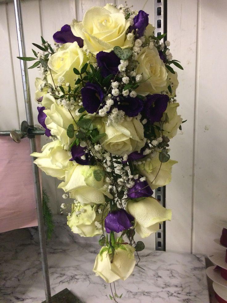 Vitt och lila.. Rosor, lisiathus mm