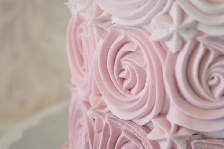 Up close and personal with this pretty ombre cake!   #kellystribe #cakes #customcakes #vegan #glutenfree