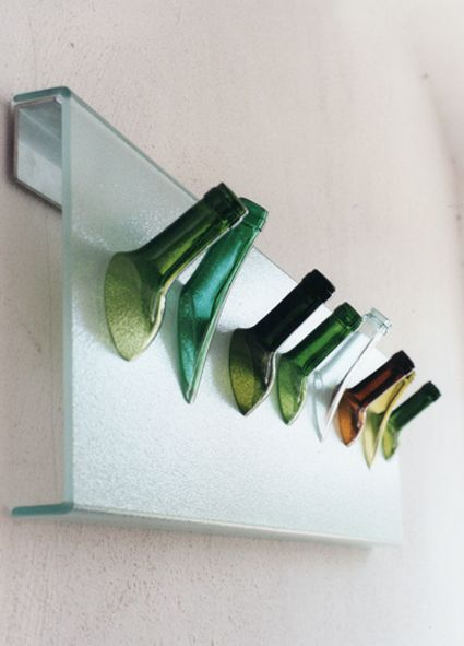 Garderobe aus Flaschenhälsen und Profilglas - Glas. Sybille Homann / Kunst und Gemüse