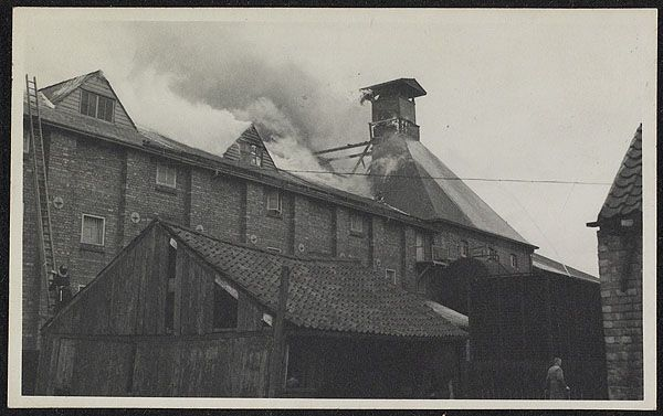 Photograph of the fire at Sandars Maltings, Gainsborough, July 1953