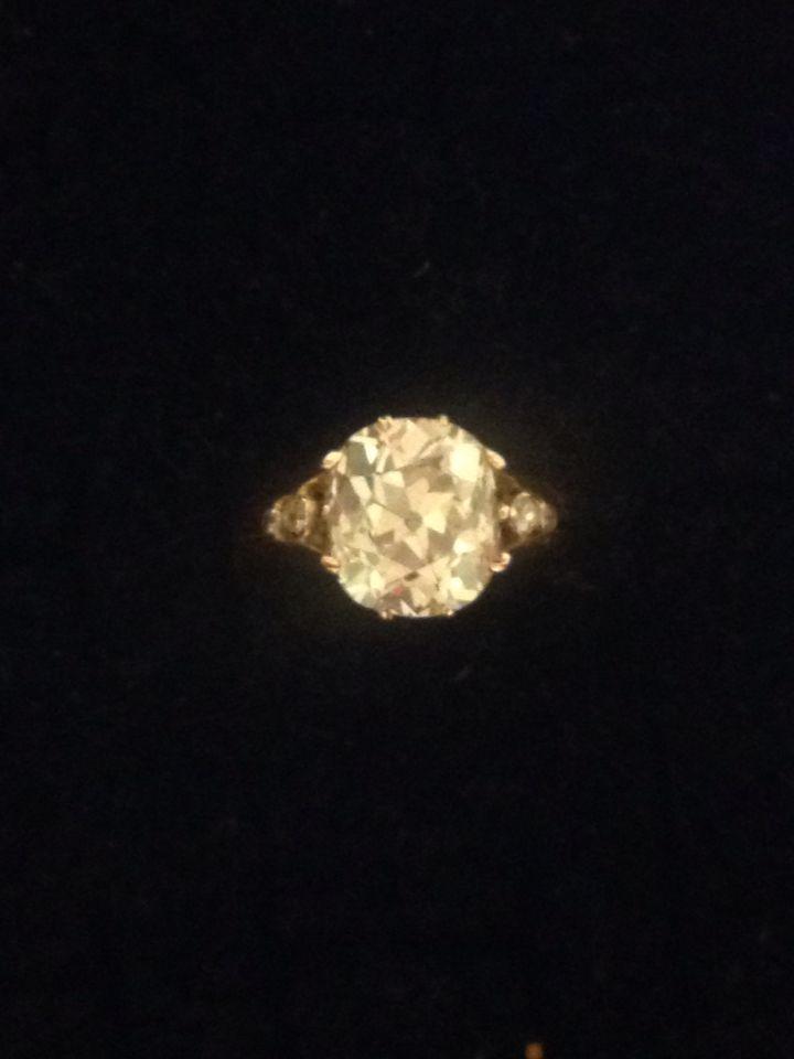 Anello in oro 750 e brillante taglio cuscino Kt 6,24 colore H/I vvs1