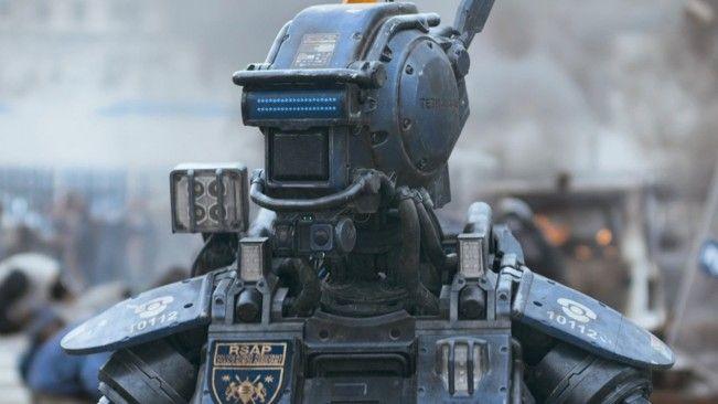 Découvrez un premier extrait de Chappie, prochain film de Neill Blomkamp. Alors que la nouvelle concernant Neill Blomkamp à la réalisation du prochain Alien a fait le tour de la toile, un premier extrait pour Chappie, son dernier film en date a été dévoilé. On découvre alors une intervention de la police avec un robot […]